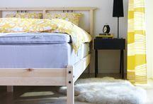 Tekstili i tepisi / Upravo ćeš mekanim pahuljastim tekstilima domu dati svoj osobni pečat – s tepihom u omiljenoj boji ili zavjesama koje si ti izradio/la. Tako novi izgled možeš kreirati lako poput mijenjanja posteljine. Dom bi trebao biti mjesto mjesto koje te poziva da se udobno smjestiš i opustiš, a ovo su stvari koje će ga takvim i učiniti. / by IKEA Hrvatska