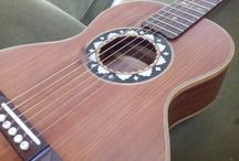The sound of wood / handcrafted guitars and accesorios
