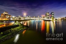Cityscapes at night / Here you can find photography and art featuring cities, skylines and architecture at night