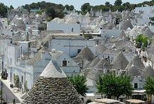 #TRULLO (ALBEROBELLO) / El Trullo es una típica construcción de la región de Apulia, siendo ela población de Alberobello su máximo exponente. Realizada con muros de mampostería de piedra en seco rematada con una gran cubierta de forma cónica.