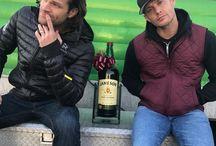 Jensen Ackles et Jared Padalecki Brother.(J2) / Jensen et Jared une superbe amitié dans Supernatural depuis le début,ami à écran et en dehors des plateaux de tournage avec leurs familles,l'oncle Jared,l'oncle Jensen,brother,partenaires, super papa,Super ami,une belle complicité entre c'est deux magnifique acteurs Jensen Ackles et Jared Padalecki je mets à honneur leurs belle est unique et grand relation belle qui dure depuis très longtemps.Sa fait 13 ans on est à la saison 13 inédit de Supernatural.MissDean