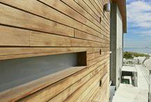 Bardages / Inspirez vous avec différents types de bardages pour concevoir sa maison avec Edifit. Des bardages bois aux bardages métaliquues en passant par le polycarbonate, retrouvez tous les types de revêtements extérieurs de façade. http://www.edifit.fr #bois #acier #bardage #mur #Exterieur #metallique #ClaireVoie #noir #façade #ajouré #redcedar #BardageBois #BardageAcier #BardageMur  #BardageExterieur #BardageMetallique #BardageClaireVoie #BardageNoir #BardageFaçade #BardageAjouré #BardageRedcedar