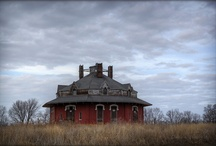 Old Houses / by Louise Ungarian