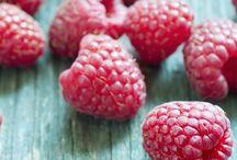 taste of summer / raspberries with mint