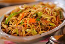 Kip met noedels in de wok