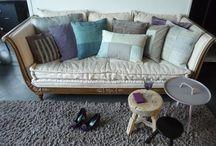 Zitmeubelen / Sofa's & chairs / Banken en fauteuils. Antiek en design. Tijdloos.