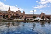 """""""Paseos de Época"""" / Nuestra empresa pretende que los visitantes que acoge la ciudad de Sevilla puedan  sumergirse en su historia, contada por algunos de sus personajes más emblemáticos. Conociéndola y admirando sus monumentos desde un  diverso punto de vista en compañía de nuestros guías."""