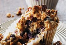 Healthy Muffin Recipes / Muffins are great when you're on the go. Cook them early in the week and grab them when you're running out the door throughout the week.