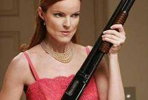 Woman with shotgun / Women handling a shotgun