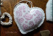 Háčkování, pletení, vyšívání, šití
