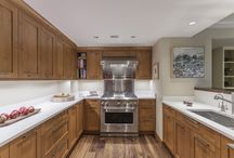 Transitional Kitchens / A mix of modern finishes with a sense of traditional style