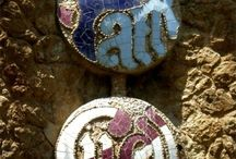 Mosaics of Parc Guell / A Collection of Beautiful Mosaics found in Parc Guell, Barcelona
