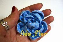 Flores de tecido e fita
