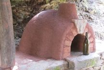 Building the cob oven / The cob bread/pizza oven I built as part of an outdoor kitchen at Quinta do Vale