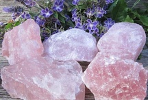 Rose Quartz / #RoseQuartz is the most important crystal for healing the heart and heart chakra. Using Rose Quartz helps you to give and receive unconditional love as well as seeing the beauty in all things. Romantic Rose Quartz attracts love.