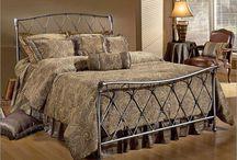 Ferforje Yatak Basliklari / Yatak odalarında genel olarak ahşap ürünler tercih edilirken, odalarında daha otantik ve farklı bir dekor isteyenler ferforje yatak odası tercih etmektedirler. Ferforje yataklar bulunduğu ortama bir başka sıcaklık ve estetik katmalarıyla popülerliğini halen korumaktadırlar.