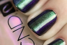 nails / by Mariana Lyden