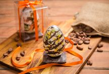 Fab Painted Easter Eggs / Delicious and beautiful Easter chocolates
