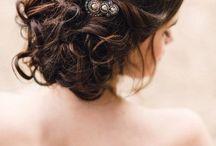 Idea de recogidos de novia / Recogido de novia, moños adornados con tiaras, peinetas, tocados, pines, pinzas, orquillas y todos los adornos posibles!