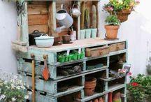 Záhradný stolík