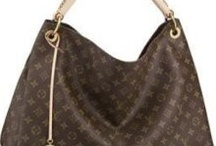 Purses are my ADDICTION / by Cindy Jaquez