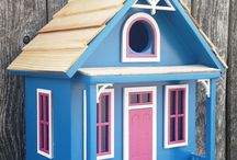 Buying a Birdhouse. / What type of birdhouse to buy for what type of bird you want to attract