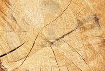 QUE SABER DEL PARQUET. / Aunque hay nuevos suelos y los más tradicionales aún tienen presencia en la decoración, el parquet está entre los suelos más deseados para cubrir, revestir y decorar las viviendas. Es el parquet flotante o multicapa, el sistema más utilizado actualmente, cuando elegimos parquet para revestir el suelo. Pero, ¿qué sabemos del parquet?¿sabes que hoy se pueden encontrar parquets sintéticos y parquets de madera natural? ¿Sabes que el aceite o cera que se utilice para el acabado del parquet puede resa