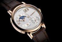 """Relógios com um """"quê"""" a mais / Relógios lançados em 2014 que chamaram a atenção de Alexander Linz, do blog Watch-Insider.com, dentre outros."""