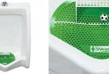 """Orinatoio o campo da calcio? / Che dire.. con la stuoia per orinatoi Weee, si tengono puliti i bagni pubblici cercando di """"segnare in porta""""! Forza maschietti, crediamo in voi!"""