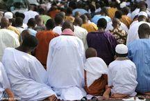 Scènes de prières à Dakar et pluie / Scènes de rue et prières à Dakar