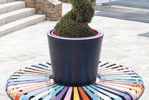 Urban Furniture Atech / Francuski producent kwietników, skrzynek i mis kwiatowych z systemem podwójnego dna, będący europejskim liderem w tym segmencie rynku. Produkty te stanowią doskonałe narzędzia architektoniczne, podnoszą poziom wygody w tworzeniu miejskich dekoracji kwiatowych, to także znakomity sposób na poprawę wizerunku miasta. www.atech-pl.eu