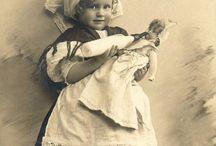 Děti a hračky  na starých fotografiích