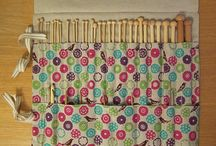 Knitting needle carrier