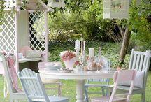 Garden heaven / Painting garden furniture