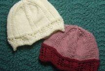 Bonnets pour octobre rose /  idées de modèles de Bonnets en tricot crochet  offerts lors d'Octobre Rose  via l'association Sein Serment Solidaire
