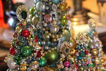 Old jewellery Christmas trees
