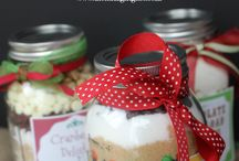 Cookies!  Cookies in Jars! / Cookies are a wonderful gift at any time of year.  Think of your neighbors, teachers or even your friends.  Just because!  Many Christmas cookies in here and some wonderful storage / packaging ideas.
