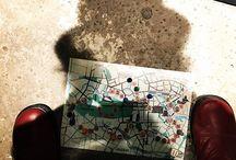 """Berlin-Brettspiel """"Berliner Bärenspiel"""" von Spieltz / Berlin Brettspiel: Berliner Bärenspiel - das Hauptstadt-Brettspiel. Illustriert von Dorina Tessmann. Wer es als Erster schafft, mit seinen beiden """"Berlin-Besuchern"""" den Fernsehturm zu erreichen, ist Sieger! Startpunkt ist der Hauptbahnhof, von dort aus geht es im Zickzack durch die Stadt, dabei besichtigst du wichtige Sehenswürdigkeiten. Krönender Abschluss der Tour ist der Blick über Berlin vom Fernsehturm."""