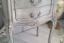 Geverfde meubels