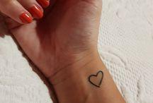 tatuaje corazón muñeca
