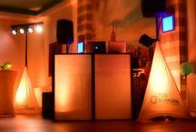 Hochzeits DJ Aufbauten / Auf dieser Pinnwand präsentiere ich Dir DJ Aufbauten, welche ich auf unterschiedlichen Hochzeiten umgesetzt habe. Ich hoffe, dass ich Dich mit diesen Fotos ein wenig inspirieren kann.