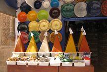 Marrakesch / Die 'Perle des Süden' erstreckt sich um die sagenumwobene Hauptstadt aus Tausendundeiner Nacht im Südwesten Marokkos. Marrakesch ist eine pulsierende und aufregende arabische Metropole, die kulinarisch, kulturell sowie architektonisch seinen Besuchern viel zu bieten hat.