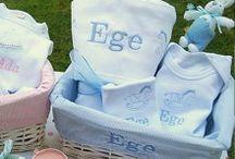 Bebek Hediye Setleri / Bebeğiniz için özel olarak düşünülmüş, ismine özel hazırlanmış ve tasarlanmış birbirinden güzel bebek hediye setlerini Giftomino'da bulabilirsinz. http://www.giftomino.com/bebek/bebek-hediye-setleri