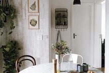 Cozinha branca e madeira / E quando se trata de materiais e cores, há uma escolha infalível que dá certo, independentemente do estilo a ser seguido: o casamento entre o branco e a madeira.