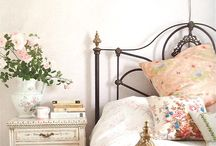 Country inspired interiors / Interiors inspired by the simple styling of country houses and cottages. Linen and cotton, soft colours, well aged wood and flower prints.