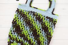 Crochet Bags and Purses / Free crochet patterns for bags and pulses. Great gift ideas and easy to follow patterns.