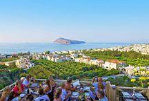 Kreta / Apollo kan som den største nordiske rejsearrangør på Kreta tilbyde et uovertruffent udvalg af hoteller, der spænder fra enkle, charmerende familiehoteller til store luksushoteller med mange faciliteter. Se mere på www.apollorejser.dk