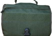Umhängetaschen / Nicht alles kann und sollte man in seinem Rucksack verpacken. Und nicht alles passt in eine Magazintasche. Wann immer Sie Ihre Ausrüstung schnell zur Hand haben müssen, bieten Umhängetaschen von WARRIOR und ZentauroN zahlreiche Lösungen für fast alle Anwendungsgebiete.