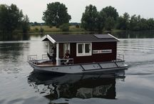 Blokhutboot / Loghouse boat, house boat, tiny house, holzhaus boot, boat rental, boat design, design