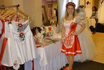 Svadobná výstava 2016 / Svadobná výstava v Košice Hotel - La Fiaba, svadobné šaty, moderné kroje na redový tanec alebo na začepčenie nevesty www.LaFiaba.sk www.facebook.com/SalonLaFiaba
